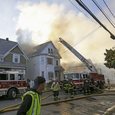 Hundratals invånare evakuerades efter ett 70-tal gasexplosioner och bränder utanför Boston. Lawrence var an av de drabbade förstäderna