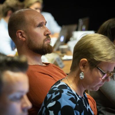 Touko Aalto vihreiden puoluevaltuuston kokouksessa Salossa