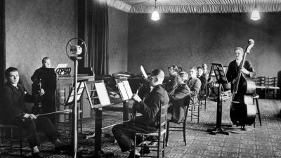 Radioorkestern, nu Radions symfoniorkester, i Yles första musikstudio.