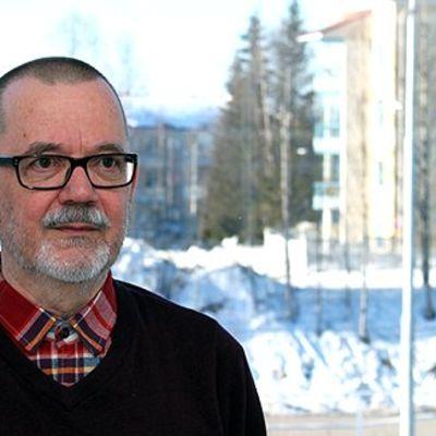 Lapin yliopiston emeritus kirjallisuuden lehtori Hannu Rahikainen