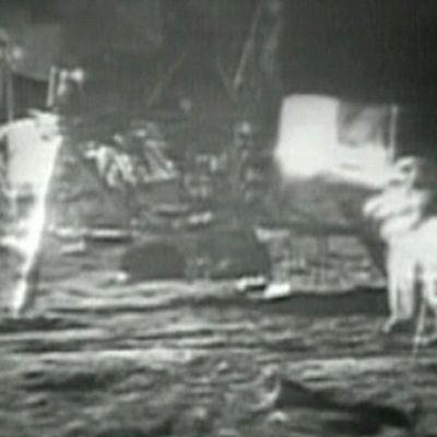"""Neil Armstrong ja Edwin """"Buzz"""" Aldrin Kuussa heinäkuussa 1969."""