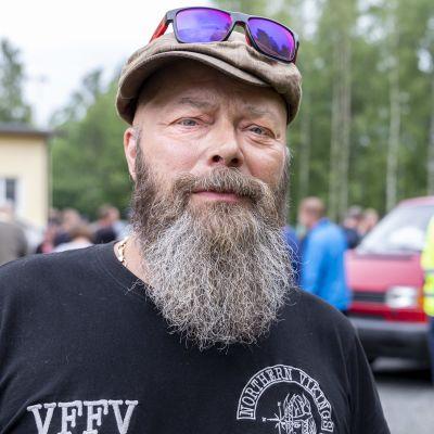 Stora Enson Veitsiluodon tehtaan työntekijä Mika Perttunen Paperiliiton järjestämässä tiedotustilaisuudessa Rytikarin työväentalolla Kemissä.