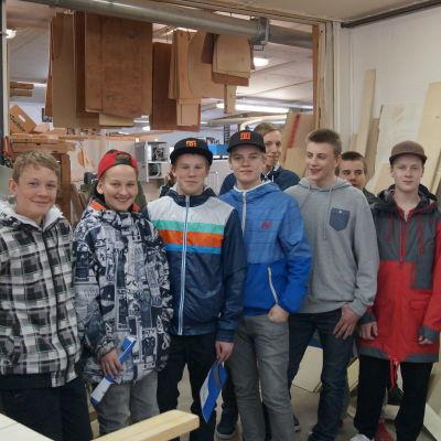 Sursikelever besökte Lappfors snickeri.