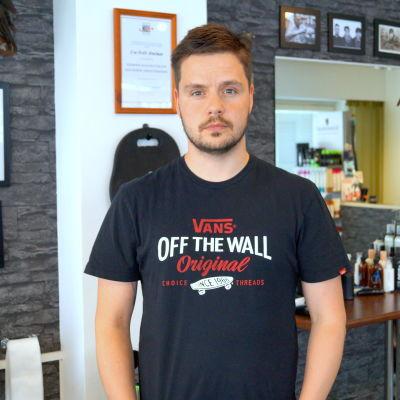 Blivande barberare Björn Holm.
