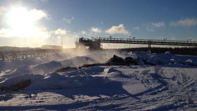Malmhögar ryker i Talvivaara vintern 2015