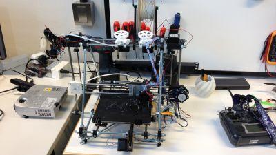 Plastdelarna till den här 3D-printern har printats av en annan 3D-printer på Technobotnia..