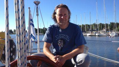 Hasse Eriksson har inga svårigheter med att navigera längs den österbottniska kusten.