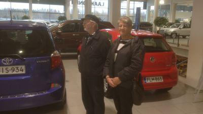 i bilbutiken i Borgå
