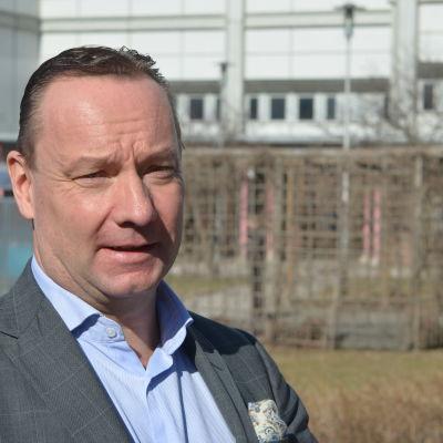 Johan Johansson är ordförande för Stiftelsen för det tvåspårkiga Finland.