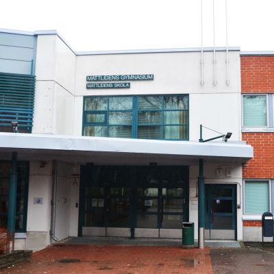 Fasaden på Mattlidens skola.