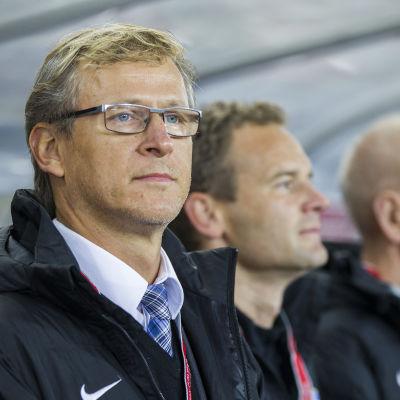 Markku Kanerva tränar Finlands fotbollsherrar.