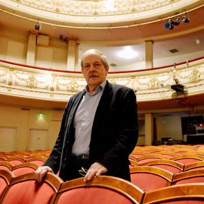 Rainer Knapas i Alexandersteaterns stora sal.
