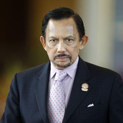 Brunein sulttaani Hassanal Bolkiah on kiristänyt islamintulkintaa maassaan viime aikoina. Sulttaani kuvattiin Kaakkois-Aasian maiden ASEAN-talouskokouksessa Myanmarissa vuonna 2014.