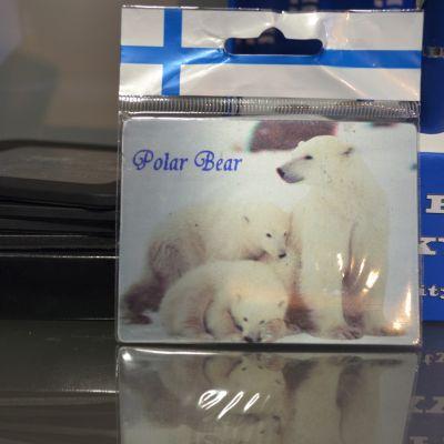 Isbjörnsmagnet i souveniraffär i Helsingfors.