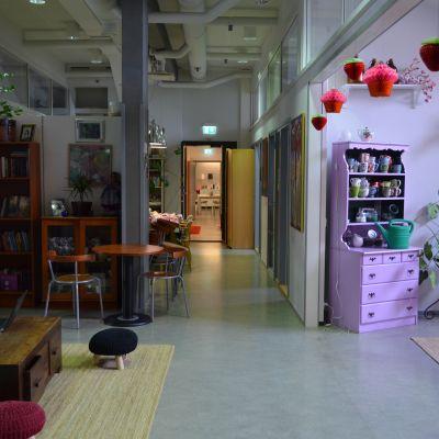 Ett rum i Tjejernas hus i Berghäll i Helsingfors.