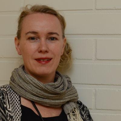 Lena Berg (Sverige), sociolog och kurator, föreläser om unga mäns attityder mot våld, sexuellt våld och gränser