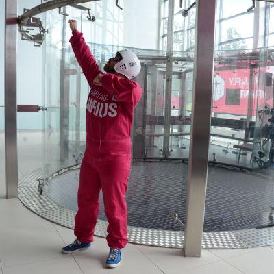 Ted Forsström ska flyga i en vindtunnel.