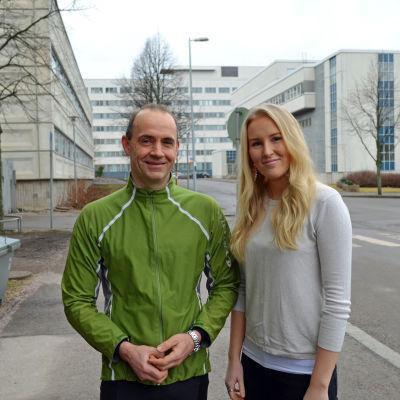 Fritjof Sahlström, docent i pedagogik vid HU, och klasslärare Camilla Nordqvist från Mårtensdals skola i Vanda.