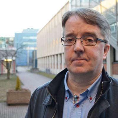 Stefan Sjöblom, professor i kommunalförvaltning inom ämnet Statsvetenskap vid Social- och kommunalhögskolan