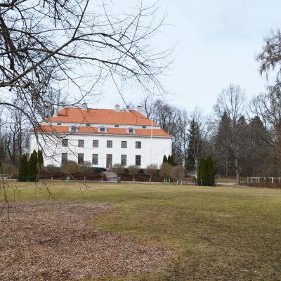 träskända gård, huvudbyggnaden