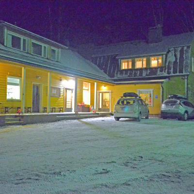 Friggesby skola i södra Kyrkslätt är än en gång nedläggningshotad.