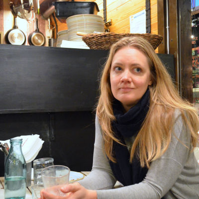 Helsingfors matkulturstrateg Milla Visuri i Le Marche i Sandvikens saluhalla 11 januari 2016.