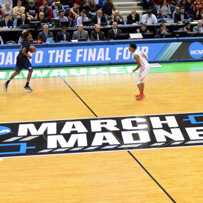 March Madness är en stor universitetsserie i basket.