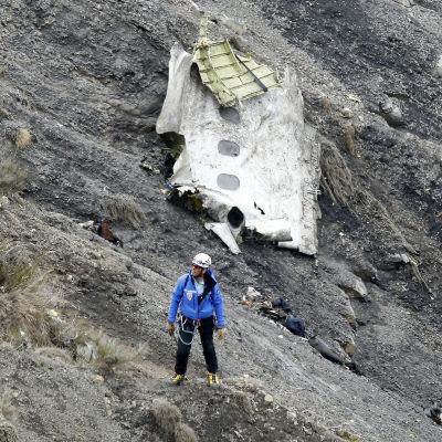 Vrakdel efter Germanwings i bergen ovanför Seyne-les-Alpes i Frankrike 25.3.2015