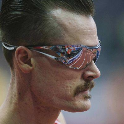 Henrik Ingebrigtsen med solglasögon.