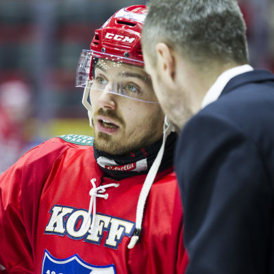 Tomas Zaborsky vilar ut under en sekvens i finalserien mot Tappara 2016.