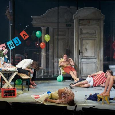 scenbild ur uppsättningen av Morbror Vanja
