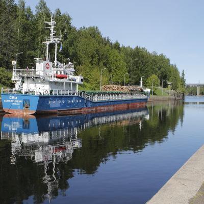 Virkestransport på Saima kanal