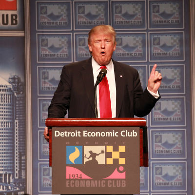Donald Trump talar inför Detroit Economic Club.