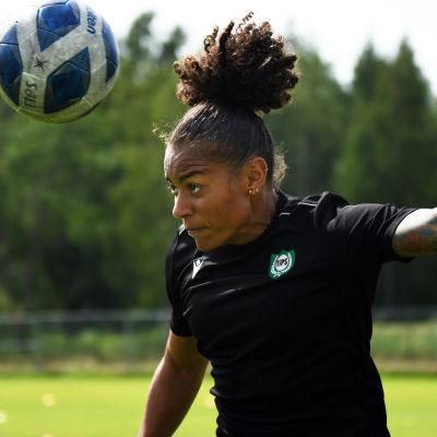 Roosa Ariyo i Dickursby sommaren 2021.