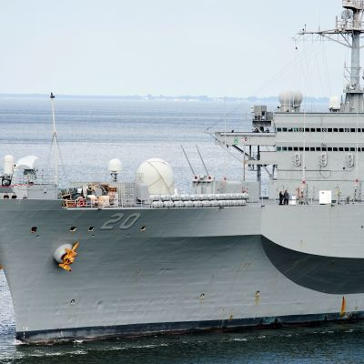 USS Mount Whitney vid Polens kust.