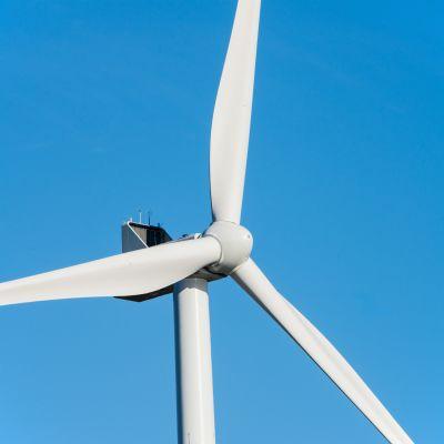 Tuulivoimalan siivet , Itäiseen Ouluun olisi suunnitteilla runsaan 265 megawatin tullivoimapuiston. Puolustusvoimat ei hyväksy hanketta.