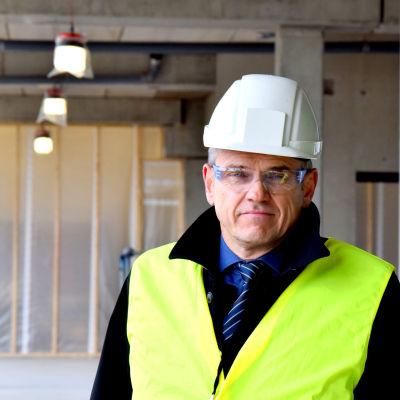 Carl Slätis är VD på Lokalcentralen i Esbo