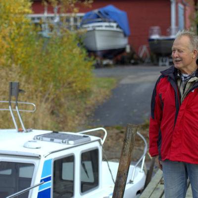 Henrik Jåfs som driver båtföretag vid Brändöbron.