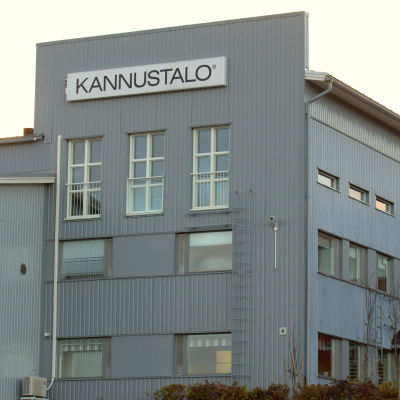 Kannustalos husfabrik i Oravais.