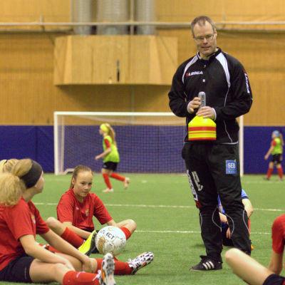 Markus Kass, tränare för Pedersöre FF.