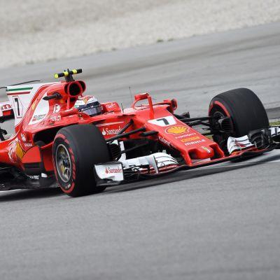 Kimi Räikkönen kör sin ferrari