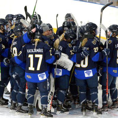 Kiekko-Espoos damer firar första finalsegern