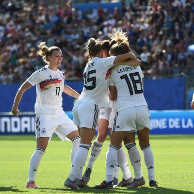 Tyskland firar mål.