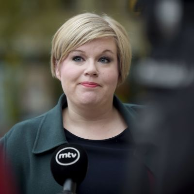 Annika Saarikko utanför Ständerhuset 15.10.2020.