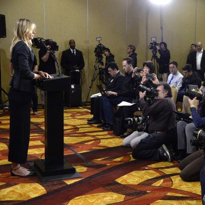 Maria Sjarapova mötte medierna på en presskonferens i Los Angeles där hon själv berättade att hon åkt fast för dopning.