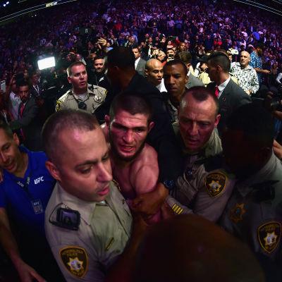 Sinnet rann över för Khabib Nurmagomedov efter fajten mot Conor McGregor.