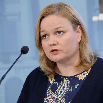Omsorgsminister Krista Kiuru (SDP) under regeringens och hälsomyndigheternas coronatestinfo onsdagen den 19 augusti.