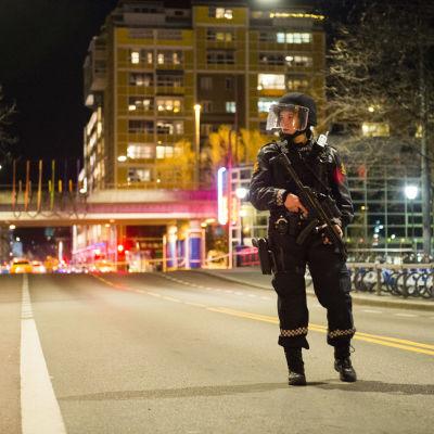 Polisen spärrade av området där den misstänkta bomben hittades