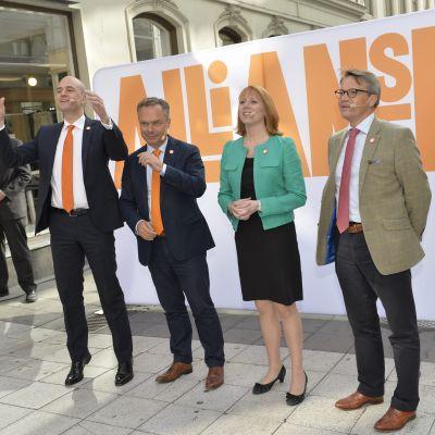 Alliansens partiledare poserar inför valet i september 2014