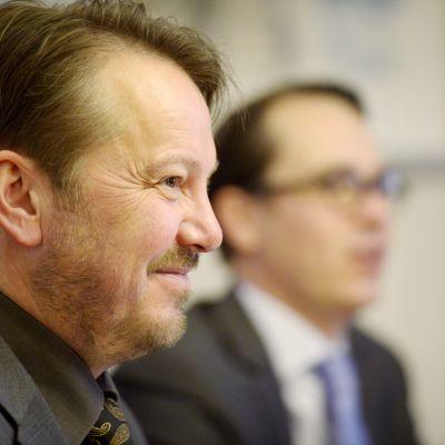Mats Nylund och Svenska folkpartiet håller presskonferens om partiets skattepolitik